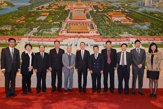 瑞士侨领代表团应全国人大侨委会邀请访问北京、浙江两地